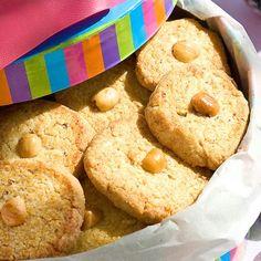 Μπισκότα με φουντούκι / Hazelnut biscuits. Δοκιμάστε να δημιουργήσετε αυτά τα μοναδικά μπισκότα φουντουκιού και θα σας μείνουν σίγουρα αξέχαστα! #greekrecipes #greekfood #greekoodrecipes #greece #greek #cookiesrecipes #cookies #biscuits #hazelnut #γλυκά #συνταγές Biscuits, Biscuit Cookies, Desserts, Recipes, Food, Crack Crackers, Tailgate Desserts, Cookies, Deserts