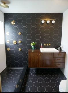 You guys. I finally did it. I remodeled our tiny bathroom to this awesomeness. Black and white bathroom with gold Kohler finishes and an amazing floating vanity. White Vanity Bathroom, Small Bathroom, Master Bathroom, Black And Gold Bathroom, Paint Bathroom, Condo Bathroom, Downstairs Bathroom, Washroom, Bathroom Storage
