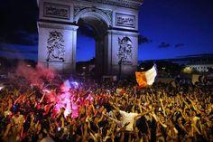 Les Champs-Elysées après la victoire