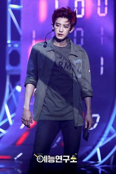 Discovered by Luna Kim. Find images and videos about kpop, exo and chanyeol on We Heart It - the app to get lost in what you love. Exo Chanbaek, Chanyeol Baekhyun, Korean Boy, Exo Korean, Korean Idols, K Pop, Spirit Fanfic, Kpop Exo, Exo Members
