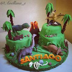 Clever T Rex Birthday Cake Ideas Cake Prehistoria Dinosaurios tortas Dinasour Cake, Dinasour Birthday, Dinosaur Birthday Cakes, Dinosaur Party, Jurassic World Cake, Volcano Cake, Dino Cake, The Good Dinosaur, 2nd Birthday Parties