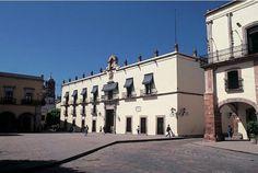 Palacio de Gobierno en Plaza de Armas en la ciudad. Fue la casa de la Corregidora Doña Josefa Ortiz de Domínguez.