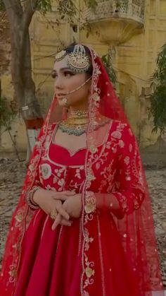 Bridal Suits Punjabi, Indian Bridal Lehenga, Pakistani Bridal Dresses, Indian Designer Outfits, Designer Dresses, Indian Dresses Traditional, Wedding Lehenga Designs, Embroidery Suits Punjabi, Indian Wedding Outfits