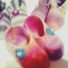 Lankoja ja kissankarvoja: Super helpot huovutetut tossut ohjeen kera Felted Slippers, Knitting Socks, Toddler Outfits, Wool, Crochet, Crafts, Diy, Shoes, Felting