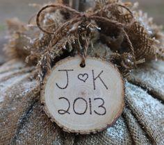 Personalized Christmas Ornament Rustic Tree Slice for favors Christmas Wedding Favors, Tree Slices, Personalized Christmas Ornaments, Wedding Cards, Rustic, Future, Holiday Decor, Unique Jewelry, Board