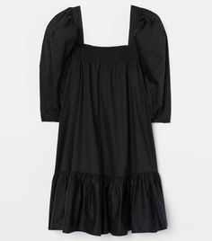 Short, A-line dress in crisp, woven organic cotton fabric. Square neckline with concealed elastic to keep dress in place and smocking at top. World Of Fashion, Girl Fashion, Short A Line Dress, Black Dress With Sleeves, Dress Black, Smocks, Coton Bio, Smock Dress, Wrap Dress