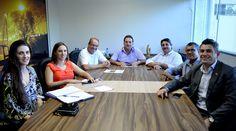 Um grupo de representantes do SPC Brasil foi recepcionado na CDL Timbó pelo presidente Tarcísio Zermiani e o diretor Financeiro Sido Gessner Jr. Acompanhados pelo diretor Distrital da FCDL, Jaime Odair Bittencourt eles conversaram com os dirigentes da CDL sobre o sistema de Armazenamento e Validação de Notas Fiscais Eletrônicas XML. O gerente do SPC ...