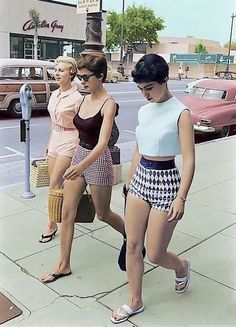 Ladies shopping in colourful shorts in Las Angeles 1960
