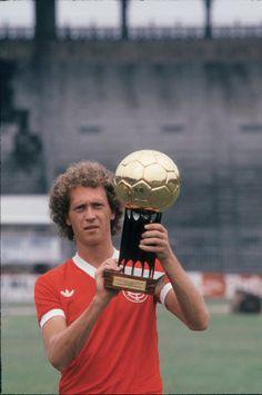 Falcão, Bola de Ouro de 1979, melhor jogador do Brasil.