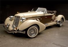 1935 AUBURN BOAT TAIL SPEEDSTER: Best Picture For Classic Cars muscle For Your Taste You are looking for something, and it is going to tell you exactly what you are looking for, and you didn't find th Cars Vintage, Retro Cars, Antique Cars, Motos Retro, Auburn Car, Lanz Bulldog, Automobile, Roadster, Classy Cars