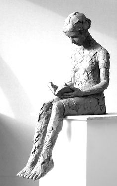 Reading Suitable for outside displayed on an oak plinth 110cms high Bottom to back of knee 21cms deep  59cms high x 35d x 19w Edition of 25  Bronze  #sculpture #mediumsculpture #figurativesculpture #bronze Sculptures Céramiques, Paper Mache Sculpture, Sculpture Art, Bronze Sculpture, Ceramic Figures, Clay Figures, Ceramic Art, Ceramic Sculpture Figurative, Art Courses