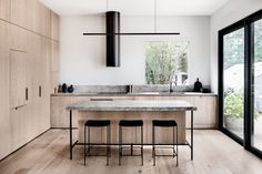 INSPIRATION: Rightfully recognised across a suite of design awards, this Merricks home by Australian firm is a restrained and tactile modern kitchen space, finding that ideal balance between approachable and aspirational. New Kitchen, Kitchen Dining, Kitchen Decor, Kitchen Island, Warm Kitchen, Stone Kitchen, Interior Design Trends, Interior Design Kitchen, Minimal Kitchen Design