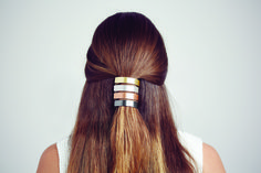 Make your ponytail chic and modern with the ponytail clip.