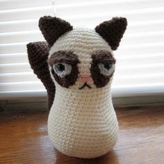 Grab this Free pattern for internet sensation Grumpy cat, crochet your very own disgruntled little cat. Cat Amigurumi, Amigurumi Patterns, Crochet Patterns, Crochet Ideas, Easy Crochet Animals, Crochet Toys, Cat Crochet, Grumpy Cat Breed, Tiny Cats