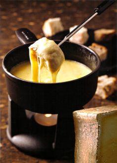Fondue Savoyarde - Pour nettoyer le caquelon, inutile de frotter désespérément ! Le placer dans un four chaud, le fromage se décollera d'un seul coup.