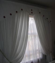 Bedroom Curtain Ideas to Set the Air and Light Inside: Agreeable Bedroom Curtain Styles With White Layer In The Curtain And Blinds Curtain Holdback Vase Of Flooring Picture Laminate Flooring Also Glass Door Valance Bedroom Curtain Decorating Inspirations ~ workdon.com Home Accessories Inspiration