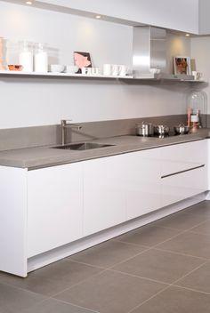 Kitchen Room Design, Modern Kitchen Design, Kitchen Interior, Condominium Interior, White Gloss Kitchen, Scandinavian Kitchen, Dream Home Design, Küchen Design, Home Kitchens