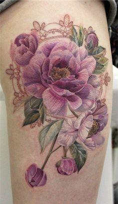 Tatuagem de Flor   Realista na Perna