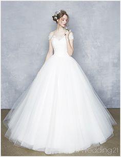 Wedding Dresses 101 – Finding That Gown White Wedding Gowns, Beautiful Wedding Gowns, Beautiful Outfits, Dress Wedding, White Gowns, Dress Prom, Elegant Dresses, Pretty Dresses, Frack
