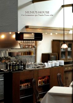 A miniature cafe. Vitrine Miniature, Miniature Rooms, Miniature Kitchen, Miniature Crafts, Miniature Houses, Miniature Furniture, Accessoires Mini, Cocinas Kitchen, Mini Kitchen