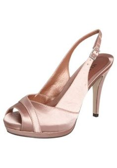 pink shoes...<3