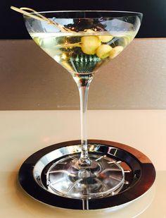 Un cocktail Martini con protagonista il nostro Trentino Doc Chardonnay Bottega Vinai. Mordete la guarnizione di mela verde trentina sott'aceto e capirete perché il giovane bartender Mattia Pasolini lo ha chiamato Crispy Martini. http://bit.ly/CrispyMartini