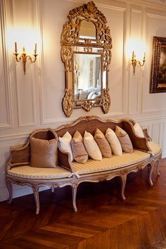 Love the 3 different sitting areas on this French Settee... and of course the fabulous mirror!