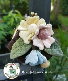 Fabric Crafts, Sewing Crafts, Sewing Projects, Burlap Flowers, Fabric Flowers, Fabric Origami, Fabric Flower Tutorial, Doll Quilt, Small Quilts