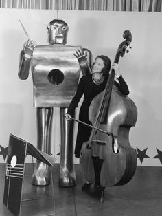 Westinghouse's Elektro robot with musician Lois Kendall at the 1939 World's Fair  Hulton Archive/Getty Images