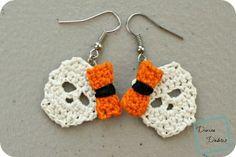Pendientes de los cráneos de Sally: un patrón de crochet libre por DivineDebris.com