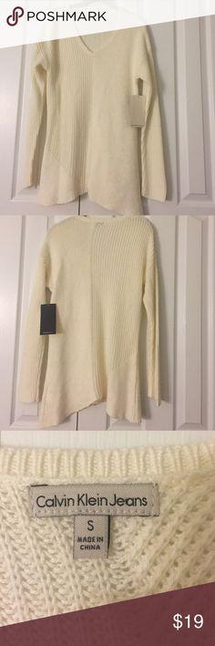 Calvin Klein Jeans Long V neck sweater Soft long Calvin Klein sweater. V neck. NWT Calvin Klein Jeans Sweaters V-Necks