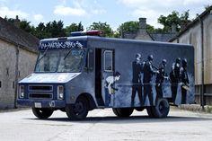 バンクシー伝説の作品「Graffiti Van」がオークションに | Fashionsnap.com