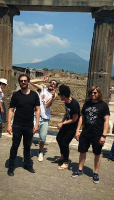 Bastille in Pompeii (and dan's feet!) ------> BUT KYLE THO HE'S LIKE A WEIRD DINOSAUR THING
