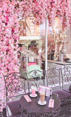 Cafe Interior Design, Cafe Design, Store Design, Pretty In Pink, Beautiful Flowers, Pink Cafe, Deco Restaurant, Brunch Spots, Brunch Places