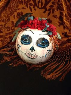 6 Amazing Easy Pumpkin Painting Ideas DIY Projects Pumpkin paintings are extremely popular, as they are something that are very easy to create and the results are stunning. They are not just for Hallow. Halloween Skeleton Decorations, Halloween Make, Pop Culture Halloween Costume, Halloween Skeletons, Creative Halloween Costumes, Halloween Skull, Halloween Pumpkins, Fall Decorations, Halloween Ideas