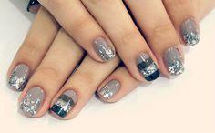 Más de 30 diseños de uñas color plateado – IMPERDIBLE ! | Decoración de Uñas - Manicura y Nail Art Chistmas Nails, Xmas Nail Art, Xmas Nails, Fancy Nails, Love Nails, Pretty Nails, Manicure 2017, Manicure And Pedicure, Magic Nails