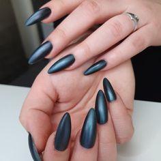 "Tsui auf Instagram: ""Matte cateye 🐈⬛ . #nails #claws #lovemynails #matte #cateye #airbrush #nailart #artonnails #darknails #paleskin #longnails #byneos #akyado…"" Dark Nails, Long Nails, My Nails, Pale Skin, Airbrush, Cat Eye, Nailart, Beauty, Instagram"