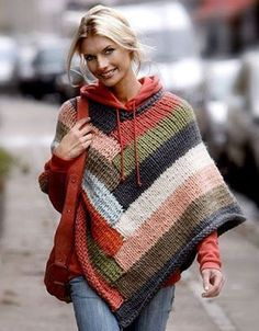 Poncho i striber - Hendes Verden. I never like ponchos. But I like this one and the color and I like it over the sweatshirt. It's probably just because this girl pulls it off beautifully though. Poncho Outfit, Poncho Shawl, Wool Poncho, Knitted Cape, Knitted Shawls, Knit Or Crochet, Crochet Shawl, Knit Shrug, Crochet Jacket