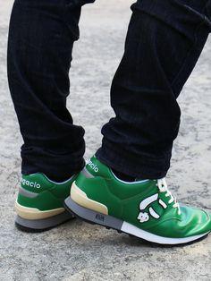サンガッチョのスニーカーは、1足づつ手作業を中心に製作し『オーダーメイドの履き心地』を目指したブランドです。足にフィットするように木型などを製作・修正し、履き心地の良い低反発のインソールを使用したスニーカーを是非お試しください。 Sneakers, Shoes, Fashion, Tennis, Moda, Slippers, Zapatos, Shoes Outlet, Fashion Styles