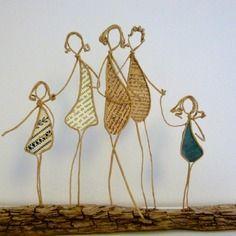 Une famille - figurines en ficelle et papier