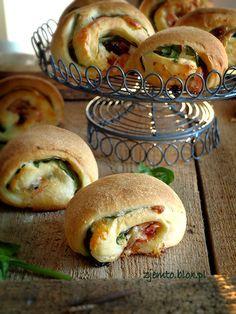 Bułeczki z szynką czosnkową Bagels, Snack Recipes, Cooking Recipes, Appetizer Salads, Polish Recipes, Pizza, Party Snacks, I Foods, Italian Recipes