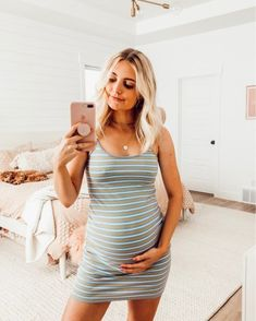Pregnancy Belly Drawing - - - Pregnancy Shirts Friends - Pregnancy Second Belly Cute Maternity Outfits, Stylish Maternity, Maternity Pictures, Maternity Wear, Pregnancy Photos, Maternity Dresses, Cute Outfits, Maternity Style, Summer Maternity Fashion