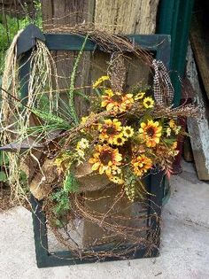 Window screen fall Really cute Old Window Decor, Window Art, Window Frames, Window Ideas, Primitive Fall, Primitive Crafts, Wood Crafts, Old Window Screens, Screen Doors