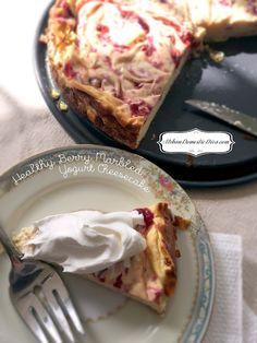 Cheesecake for healthy eaters? Oh yes.. yes indeed. RECIPE: Healthy Berry Marbled Yogurt Cheesecake #weightwatchers #greekyogurt #healthyrecipes #dessertrecipes http://www.urbandomesticdiva.com/2018/04/recipe-healthy-berry-marbled-yogurt.html