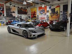 In the latest episode of Jay Leno's Garage, the affable comedian shows us his Lamborghini collection, These units were worth of millions! Maserati, Bugatti, Ferrari, Garage Shop, Car Garage, Garage Doors, Porsche, Audi, Rolls Royce