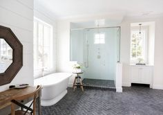 Gorgeous 143 Amazing Modern Farmhouse Bathroom Decorating Ideas https://homiku.com/index.php/2018/03/05/143-amazing-modern-farmhouse-bathroom-decorating-ideas/ #decoratingbathroomsmodern