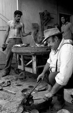 by Robert Doisneau Tinsmiths / Ferblantiers_Grasse 1969 Robert Doisneau, Henri Cartier Bresson, Edward Weston, Vivian Maier, Old Photos, Vintage Photos, André Kertesz, Old Paris, Working People