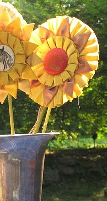 Love the idea of using 3rd place ribbons as sunflowers! or horsey party wands !!!