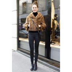 グレー、ベージュetc.  フレンチシックなパリジェンヌの冬の着こなしをチェック! ファッション(流行・モード) VOGUE JAPAN