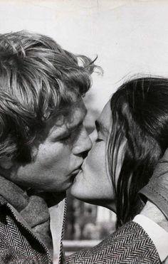 .un beso que recuerdo con mucho cariño,por que mi esposo ,en ese momento mi novio me beso en el cine